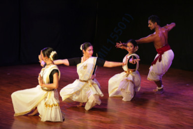 Vyuti's debut performance in March 2016 at Shoonya, Bangalore