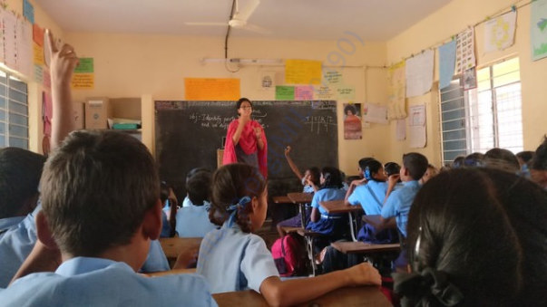 Nithasha Miss teaching science to students of 6A