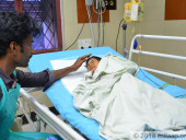 Despite Working Day And Night, This Daily Wager Can't Save His 2-Year-Old From Deadly Infection