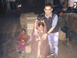 UDAA DO ZINDAGI- Distributing blankets to people living on streets.