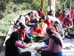 Donate Midday Meal For Rural Women Working For Stree Shakti Samiti