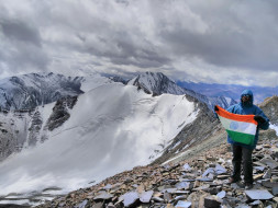 Climbing Mt. Elbrus  (5,642 m) to create Awareness against War Crimes