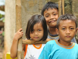 Help Maitri Volunteer To Teach Underprivileged Children In Lombok