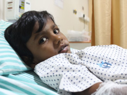 Father Struggles To Save His 7-Year-Old From Cancer On Rs. 200/day