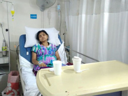 Khantesh is struggling save his sick wife who has lung cancer.