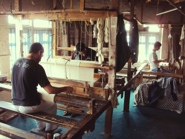Contribute to Ghulam and other weavers to procure raw materials