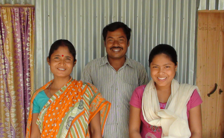 Sathi with her parents