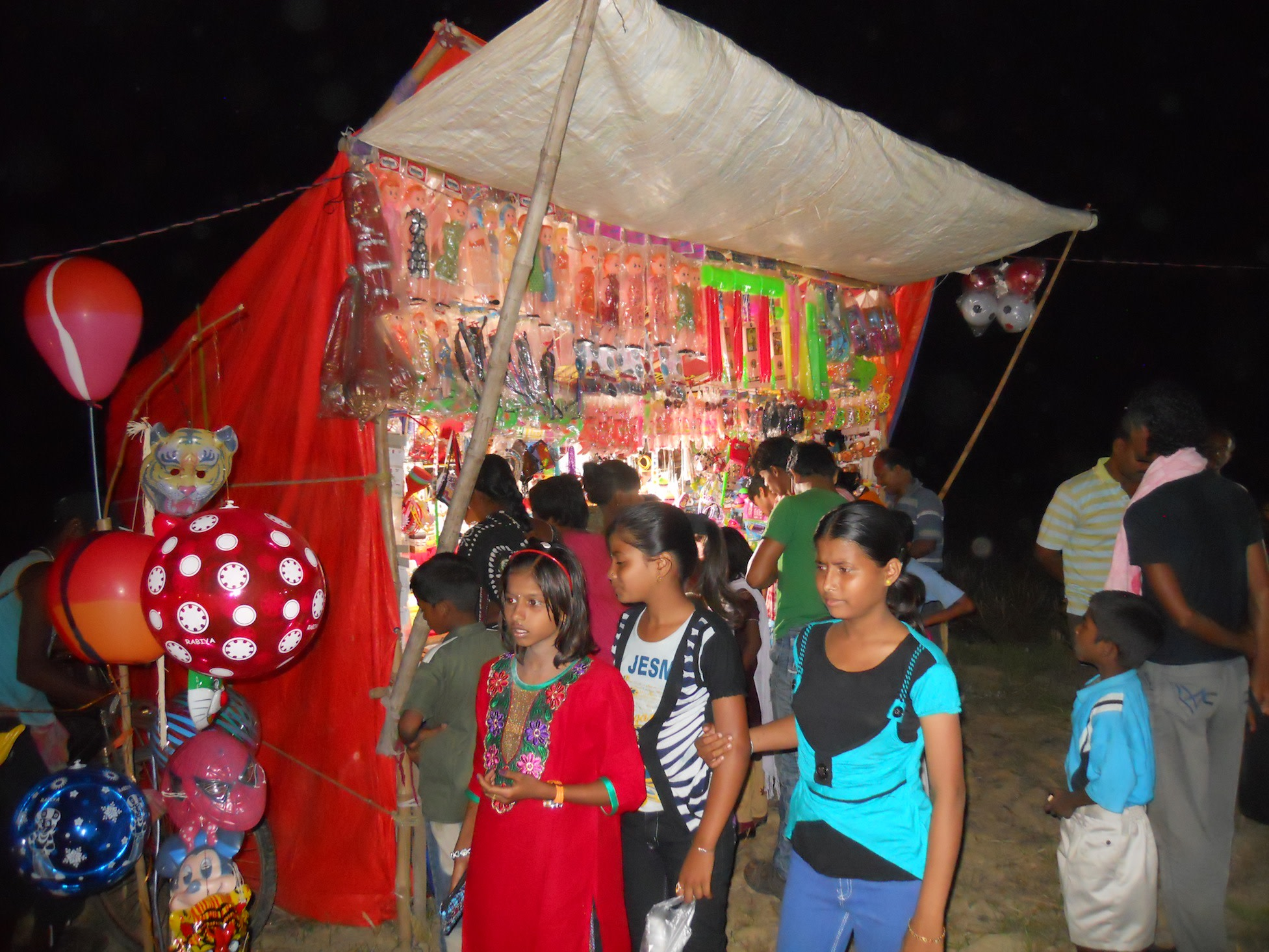 Children cannot be forgotten at the mela. Children's toys were very popular on that night. I witnessed 'swarms' of young village children accompanied by their parents. The latter bought their eager young ones their Bengali New Year gifts.