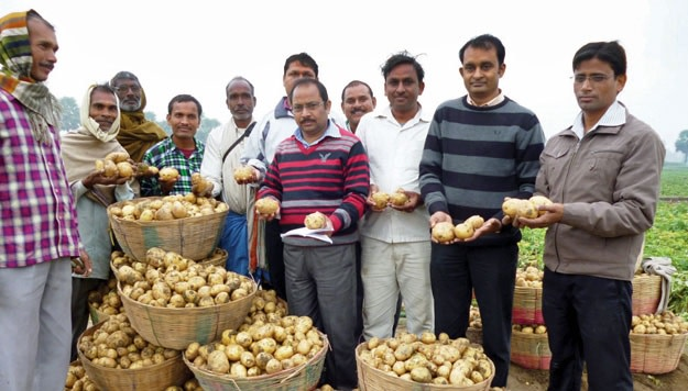 Farmers in Sohdih with government officials