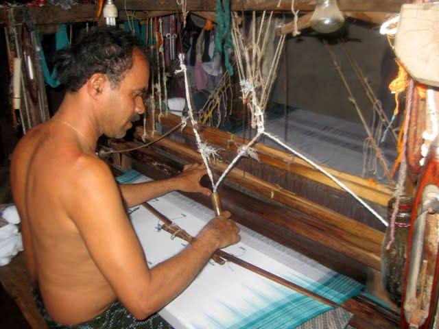 The frame on which the weaver lay his left hand is the reed.