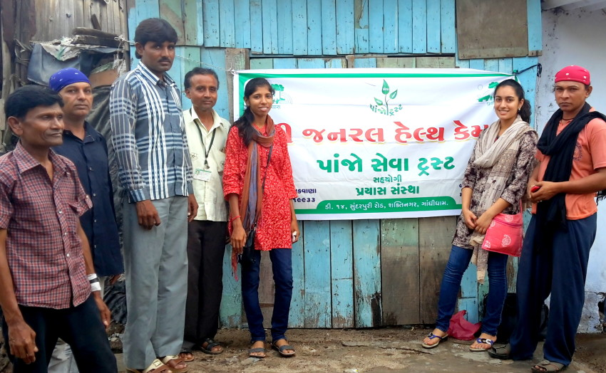 Prayas team along with the MSMs at the health camp