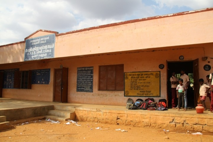 For all the students and staff, the school has only 2 semi-functional toilets. Needless to say, girls and boys are forced to share toilets and even then, the number of toilets is simply not enough.