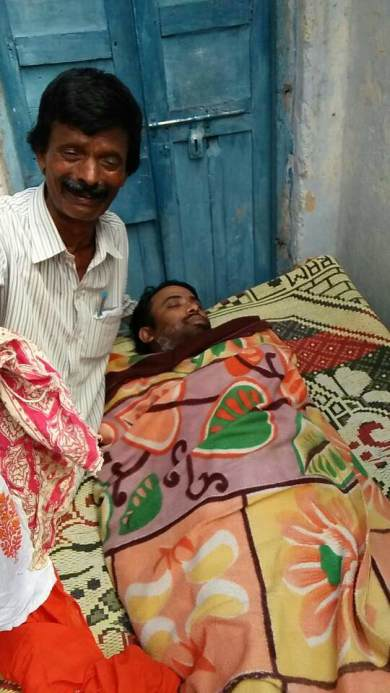 Kiran's father with him during last rites