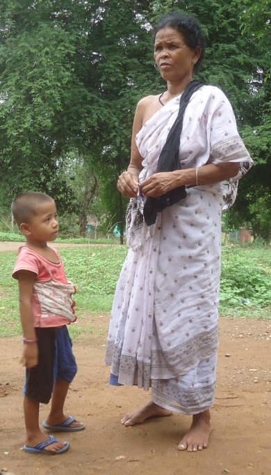 आदिवासी महिला और बच्चा