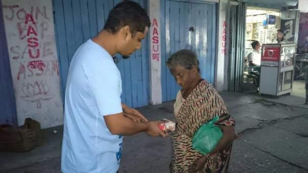 Distributing Food to the homeless