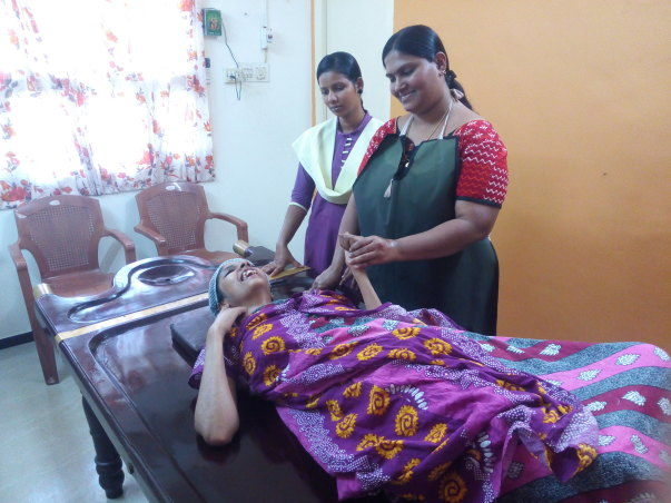 Ayurveda Doctors treating Hrudhaiyalakshmi.