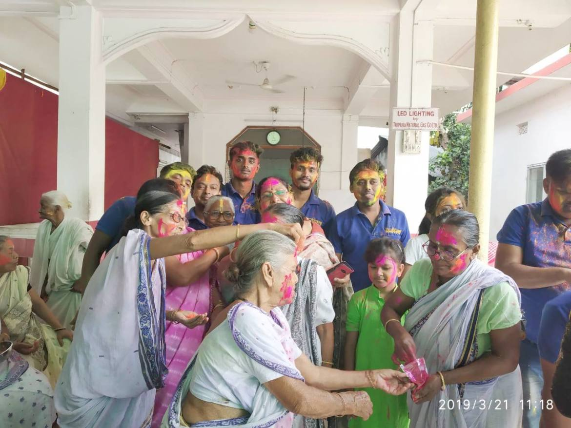 Team manavikata Celebrating holi with elderly people and taking blessings from them. An endeavour to bring Smile on their faces.