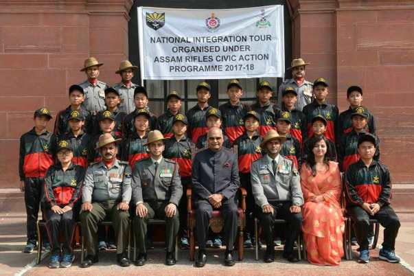 Students, teachers and jawans with the President of India.