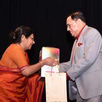 Late Guru Jamuna Krishnan felicitating Justice Ansari