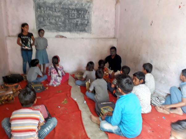 शिक्षा सेमिनार आयोजित करने के लिए मदद करे।