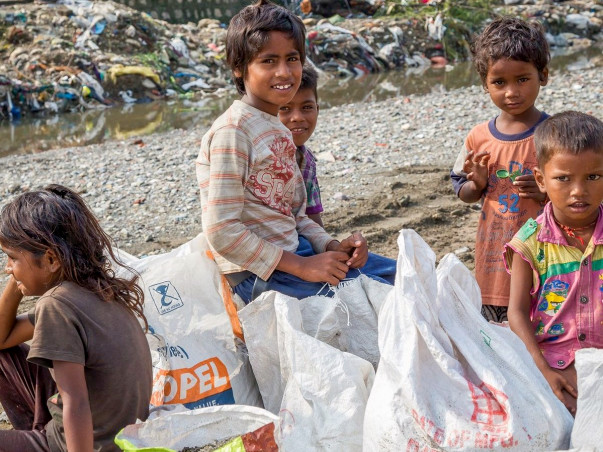 Provide elementary Education to the slum areas kids