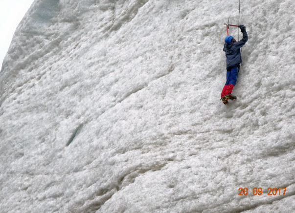 Help World's Youngest Mountaineer to Climb Everest Twice in a Week