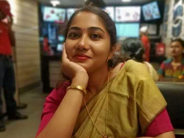 Mohani Roy Met With Accident, Support Her.