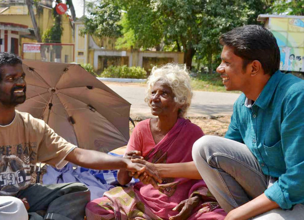 Food and clothing to homeless people in Vellore