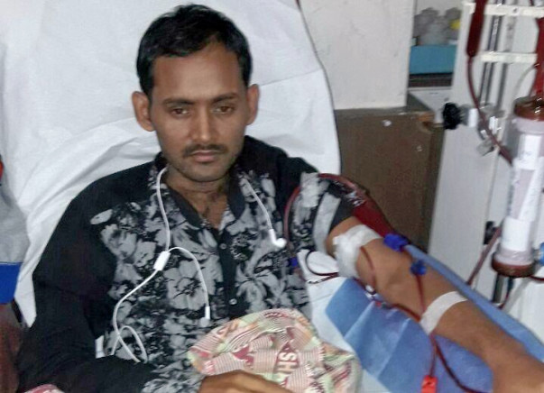 This Daily Wage Worker Wants To Live For His 3-year-old Daughter