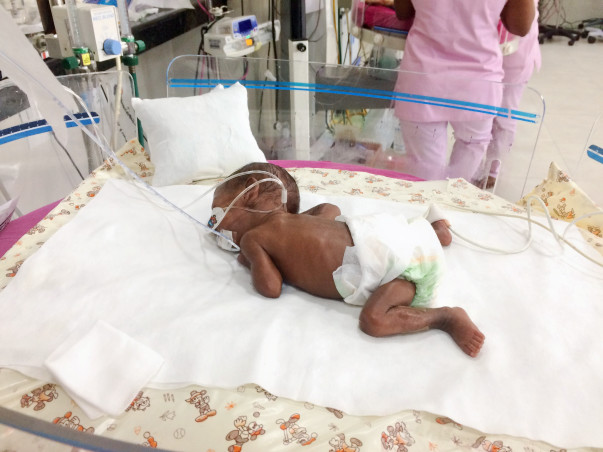 Help A Father Bring His Premature Twin Babies Home