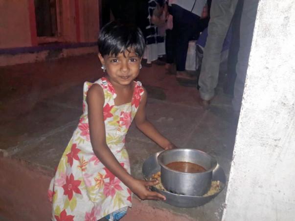 Manuski Foundation... Provides Food Cloths and Medicine to Needy Peopl