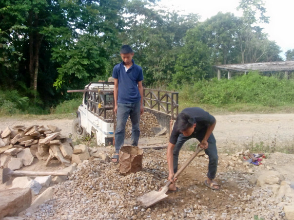 PLZ HELP TO COMPLETE THE FOOTSTEP CONSTRUCTION AT GMS LEINAK LONGLENG