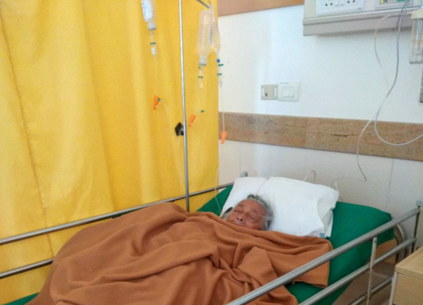 Need Urgent Help for Devi Ma Save Her Right Hand
