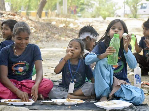 Help Feeding 100 Slum Area children....One time meal