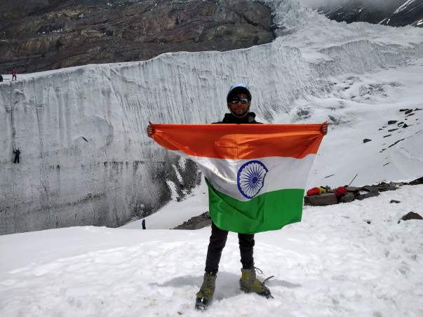 Encourage VARUN to hoist TIRANGA on KILIMANJARO