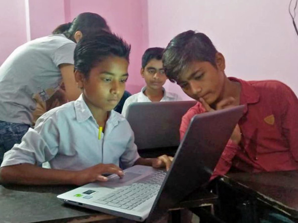 Help Deo Kumar Setting up a Science Lab for Underprivileged Kids