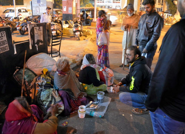 Donate meals to homeless people in Nagpur via The Beggar Project