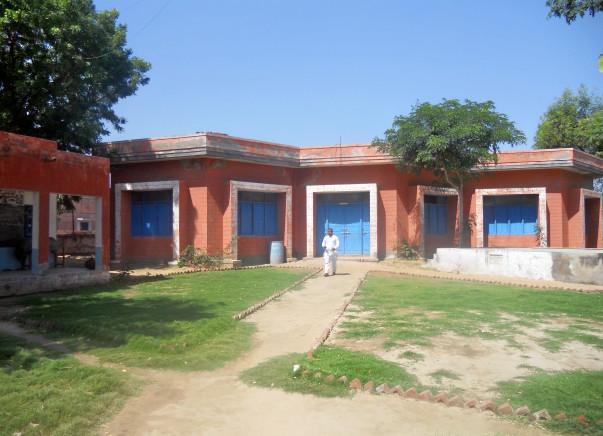 Provide Library & Computers for Village School, Churu, Rajasthan