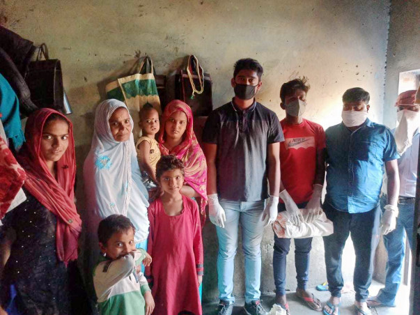 Help Gyankunj; Your support can help us in feeding families in Bawana