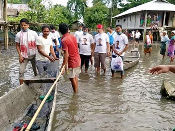 #AssamFloods, Sowmick has come to help people affected by Assam Floods