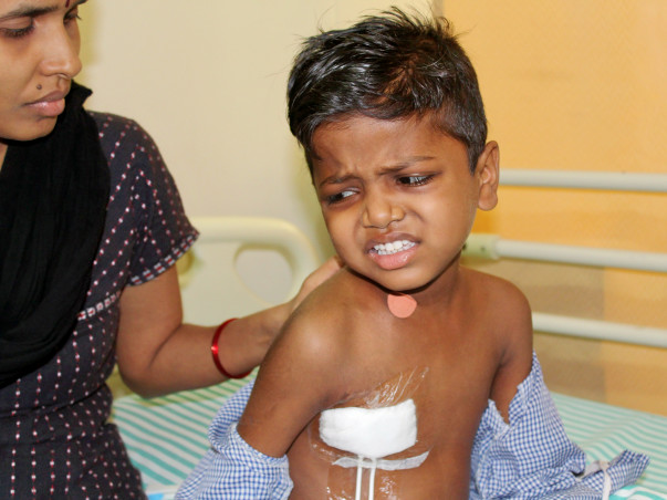 This Father Earns Rs 1000/month But Needs 35 Lakhs To Save His Son