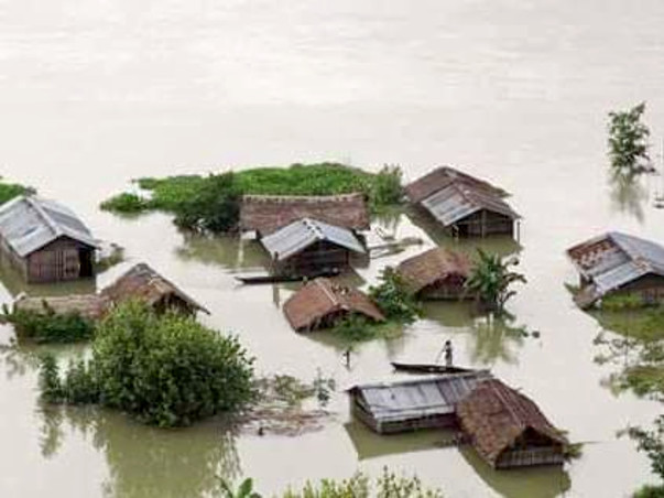 Help the villagers victim of flood in Assam