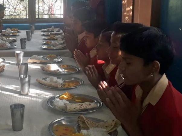 Sponsor Food to 341 Underprivileged, Orphan Children in India