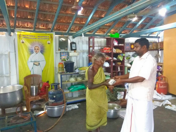 Help Sukumar to feed 250 hungry people everyday