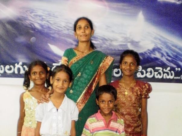 Support Mother Of 4 Children Run A Tiffin Center